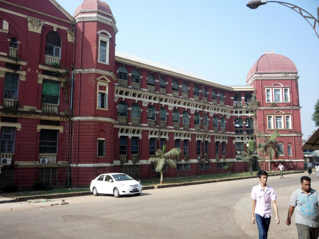 Dottor Giancarlo Liguori - Chirurgo Plastico a Torino - Missioni Volontariato Chirurgia Plastica - Yangoon General Hospital Myanmar